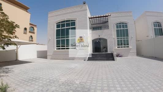 6 Bedroom Villa for Rent in Al Shamkha, Abu Dhabi - Elegant Villa | Garden | Balcony | Prime Location