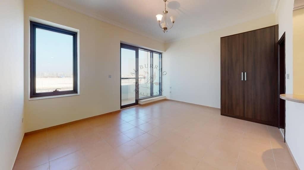 Studio | Balcony | Flexible Cheques