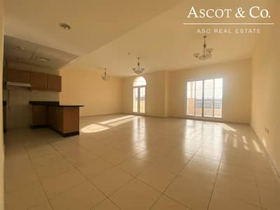 فلیٹ 2 غرفة نوم للايجار في قرية جميرا الدائرية، دبي - Huge Rooms   Top Floor  Property Managed