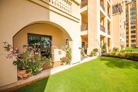 2 Bedroom Flat for Rent in Palm Jumeirah, Dubai - Large Terrace / Available from June / Exclusive