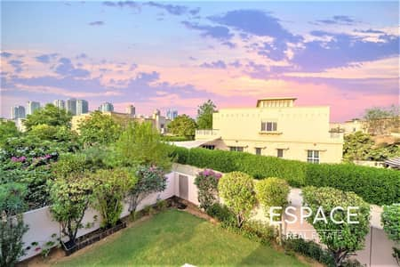 3 Bedroom Villa for Sale in The Lakes, Dubai - Well Located C End in Maeen Next to Park