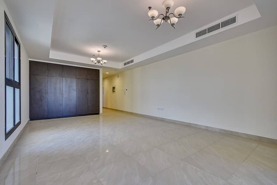 2 Large Studio / Well Maintained / 3 min to Metro