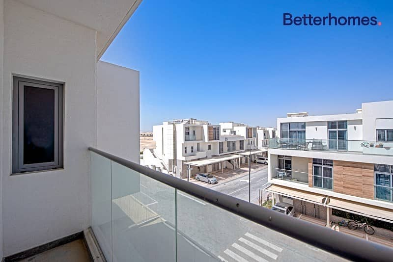 Single row | Huge terrace | With Appliances