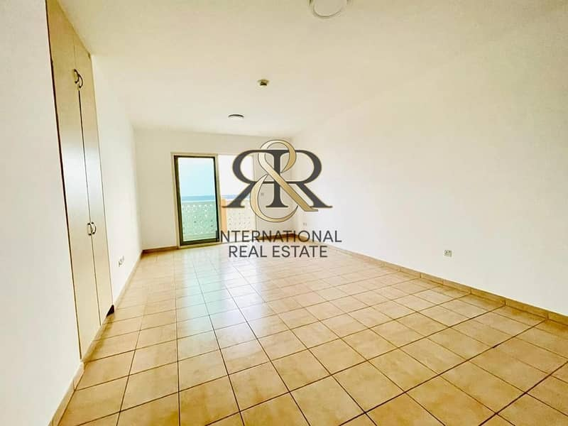 Well Maintained 2 Bedrooms Apartment with Balcony