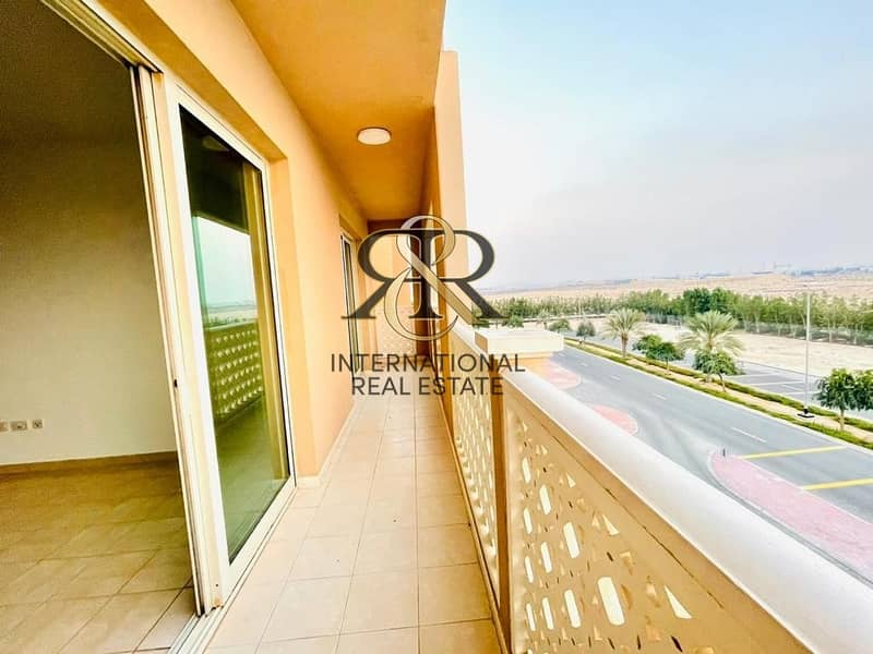 2 Well Maintained 2 Bedrooms Apartment with Balcony