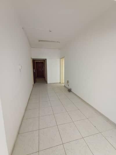 شقة 2 غرفة نوم للايجار في الناصرية، الشارقة - 2 غرفة نوم هول شقة للإيجار في أبو تينا