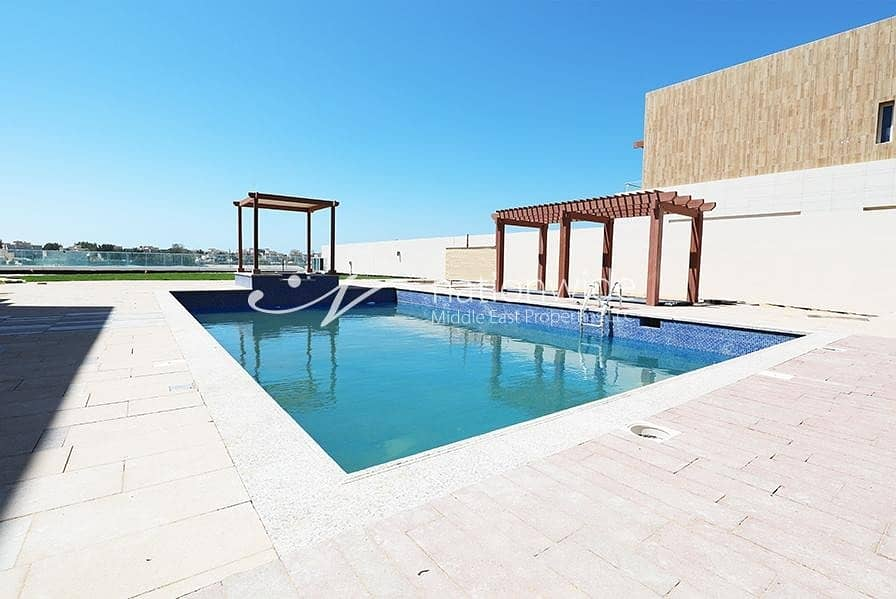 2 A Luxurious Villa with Private Pool and Sea View