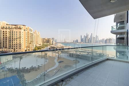 2 Bedroom Apartment for Sale in Palm Jumeirah, Dubai - Partial Sea and Marina View w/ Maid Room