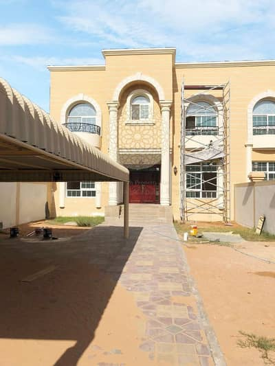 EXCELLENT VILLA WITH 5 MASTER BEDROOM AND KITCHEN INSIDE AND OUTSIDE FOR RENT IN KHALIFA CITY A