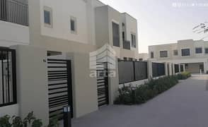 Spectacular Townhouse and Apartment View Villa at Townsquare Dubai