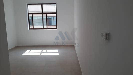 شقة 2 غرفة نوم للايجار في الكرامة، دبي - شقة في بناية الكرامة الكرامة 2 غرف 70000 درهم - 5096486