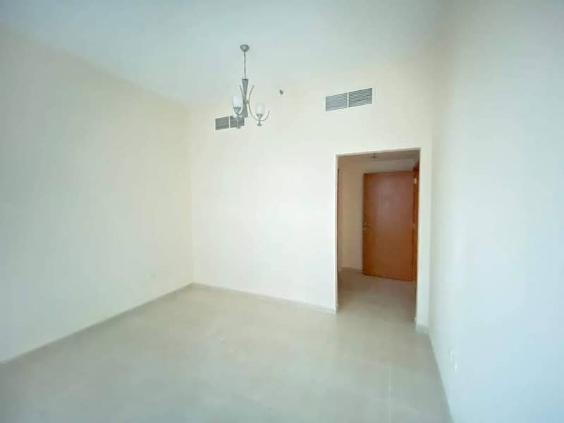 Bright 1-br with balcony 830 sqft avail only in 26/4 chks