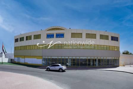 Shop for Rent in Al Ain Industrial Area, Al Ain - A huge and specious showroom in Al Ain industrial  area
