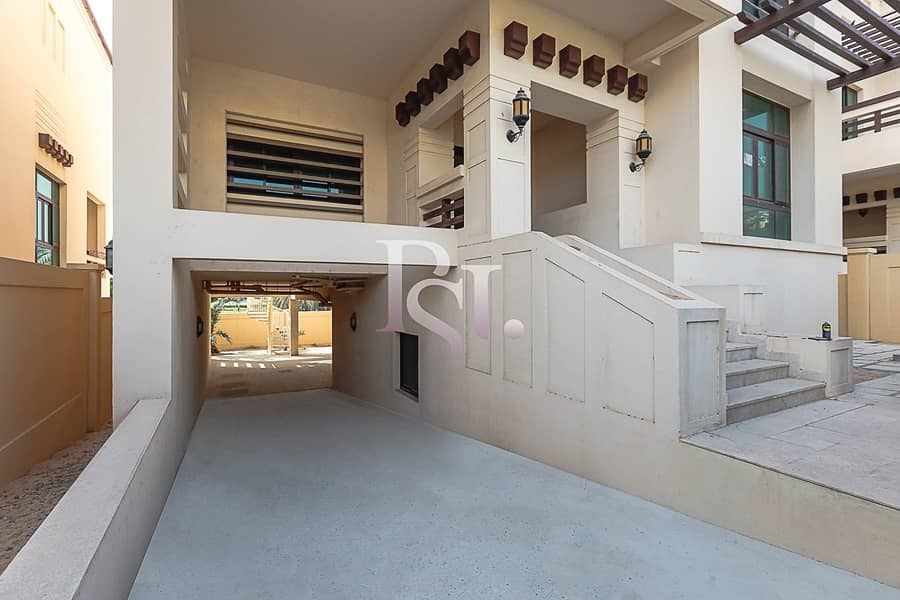 25 Hot Deal! Exquisite  Lavish Villa And Excellence Living