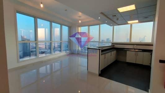 فلیٹ 1 غرفة نوم للايجار في شارع المطار، أبوظبي - Huge 1BHK in the Hart of town with Facilities and Parking
