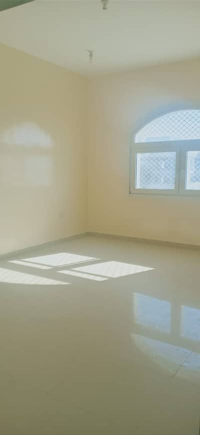 استوديو  للايجار في الشوامخ، أبوظبي - صفقة حاسمة!!! شقة استوديو بالقرب من سوبر ماركت لولو