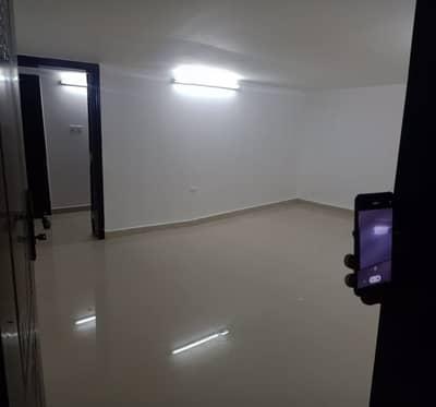 استوديو  للايجار في مدينة الفلاح، أبوظبي - عرض محدود !!! شقة استوديو مع مطبخ جيد الجودة في الفلاح