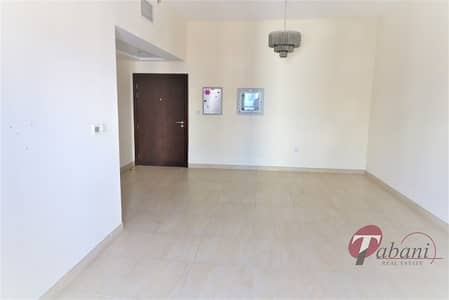Chiller free |Near Metro|Close kitchen|Pool view