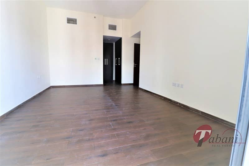 2 Chiller free |Near Metro|Close kitchen|Pool view