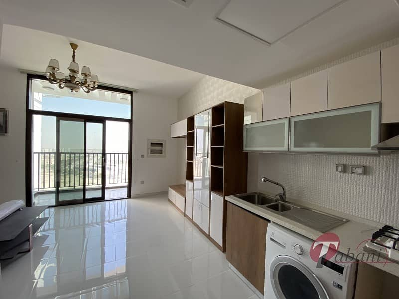 Never lived  in|  Spacious layout|  Close to metro