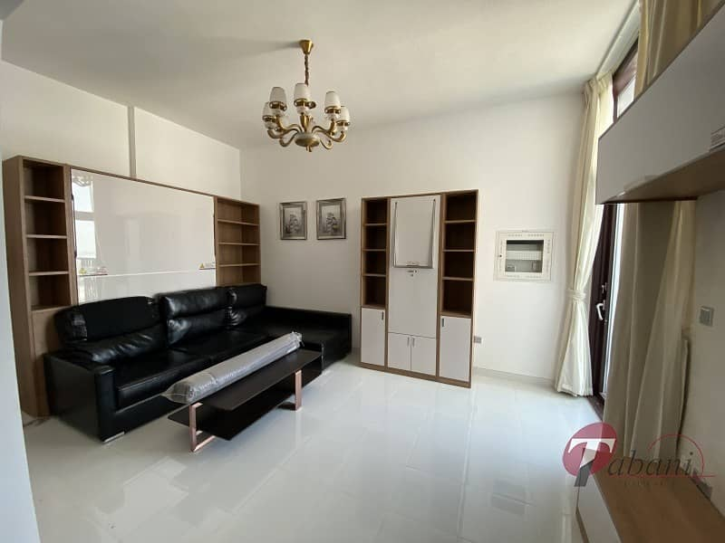 2 Never lived  in|  Spacious layout|  Close to metro