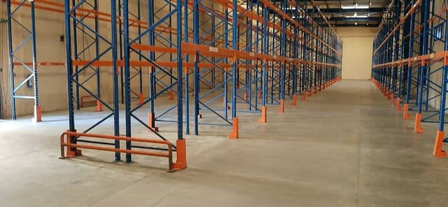 Warehouse for Rent in Al Quoz, Dubai - Fantastic Warehouse 50,000Sqft With Loading Bay in Al Quoz
