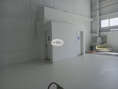 مستودع  للايجار في القوز، دبي - Excellent fully Air-conditioned warehouse for rent in Al Quoz near by Sheikh Zayed road