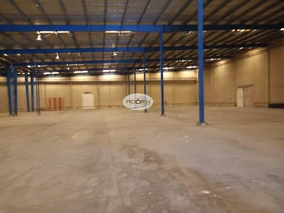 مستودع  للايجار في القوز، دبي - 50000 square feet warehouse with 6 loading bays for rent in Al Quoz 4