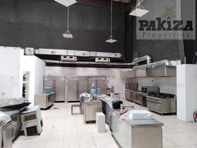 مستودع  للايجار في القوز، دبي - Fully Equipped ! Well Maintain ! Running Central Kitchen Available in Al Quoz 1 With full