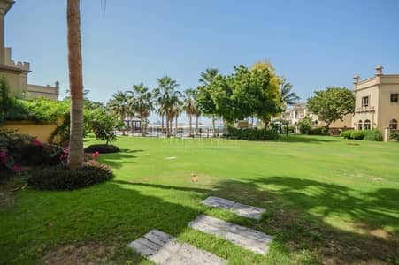 4 Bedroom Villa for Sale in Palm Jumeirah, Dubai - Unfurnished | Vacant | Exclusive | Inside the Gate