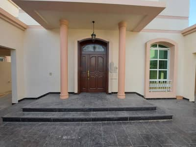 فیلا 5 غرف نوم للايجار في القرهود، دبي - 5 BR Independent Villa with a Garden & 2 separate parking with shutter
