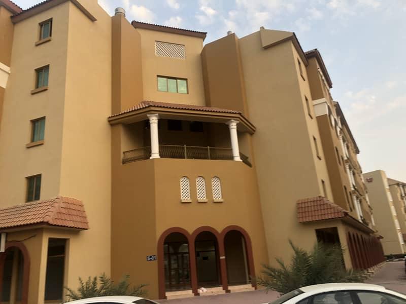 شقة في الحي الإسباني المدينة العالمية 1 غرف 320000 درهم - 5102452