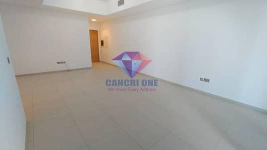 شقة 2 غرفة نوم للايجار في منطقة الكورنيش، أبوظبي - New 2BR wit Maid Room partial Sea View and Balcony