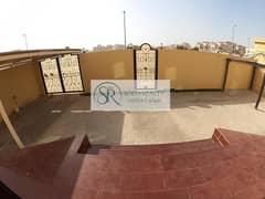 فيلا واسعة مدخل خاص وحوش   ٥ غرف نوم   موقع مميز