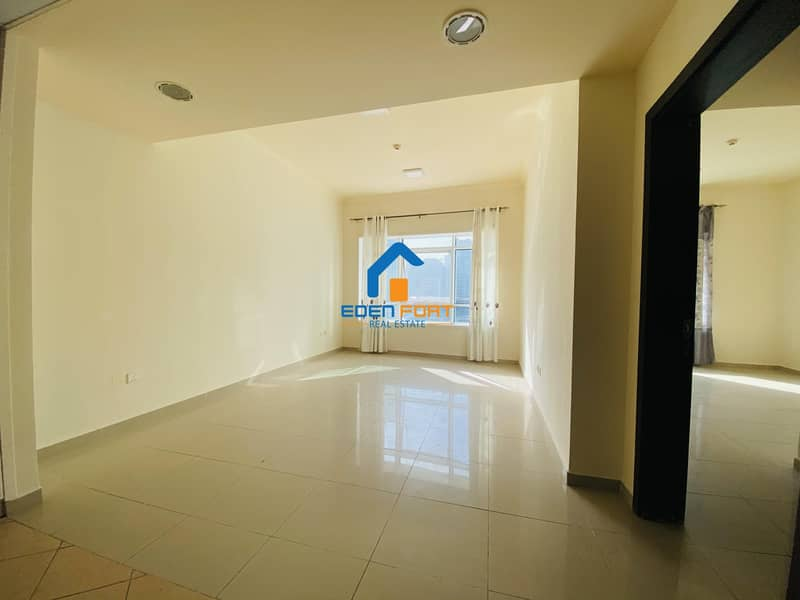 BEAUTIFUL UNFURNISHED 1BHK IN LAKE CITY TOWER