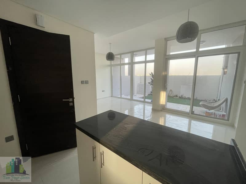 2 4 CHEQUE HOT PRICE END UNIT 3 BEDROOMS OPEN KITCHEN IN AKOYA OXYGEN