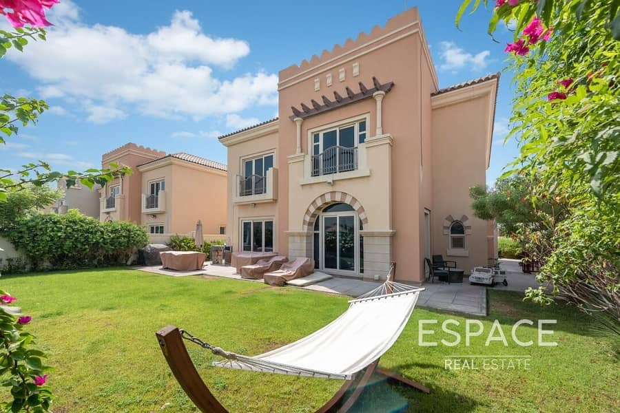 Exclusive C1 Villa   Backing onto The Park