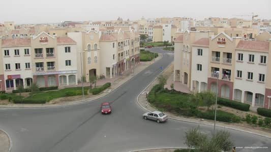 محل تجاري  للايجار في المدينة العالمية، دبي - محل تجاري في الحي البريطاني المدينة العالمية 36000 درهم - 5106998