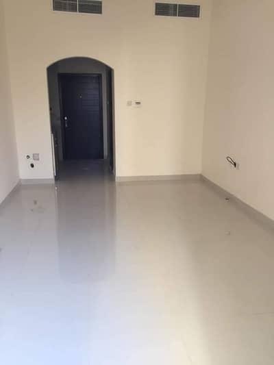 فلیٹ 1 غرفة نوم للايجار في شارع الملك فيصل، عجمان - العرض الكبير غرفه وصاله مع 3 شهور مجانى بسعر 17 الف درهم والدفع شهرى