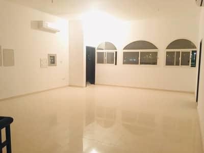 فیلا 6 غرف نوم للايجار في جنوب الشامخة، أبوظبي - فيلا فسيحة مكونة من 6 غرف نوم ومجلس للخادمة في جنوب الشامخة