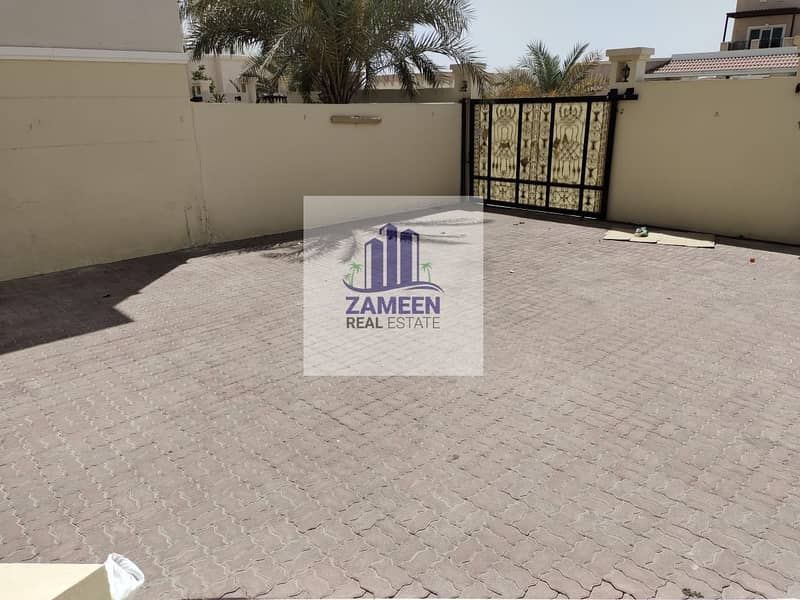 5 BED ROOM WITH BIG MAJLIS AND PRIVATE YARD VILLA AVAILABLE