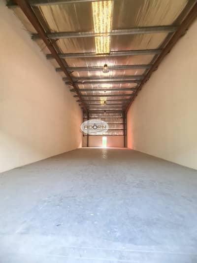 مستودع  للايجار في القوز، دبي - 5000 square feet 100 kilovolt power 9 meter height warehouse for rent in Al  Quoz 3