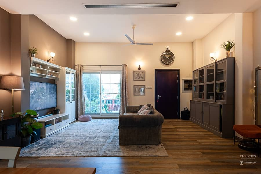 2 WESTERN UPGRADES,  MASSIVE 4 BED PLUS MAIDS TOWNHOUSE| PRICED TO SELL