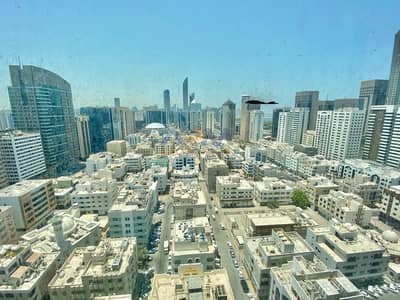 فلیٹ 2 غرفة نوم للايجار في شارع حمدان، أبوظبي - Huge Two Master 2 Bedroom Apartment! Free Parking Plus Amenities