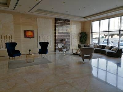 شقة 2 غرفة نوم للايجار في شارع الشيخ مكتوم بن راشد، عجمان - للإيجار غرفتين وصالة + باركن في برج كونكورير ذو الطابع الفندقي