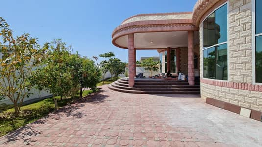 3 BEDROOMS FULLY RENOVATED INDEPENDENT SINGLE-STORY VILLA WITH GARDEN