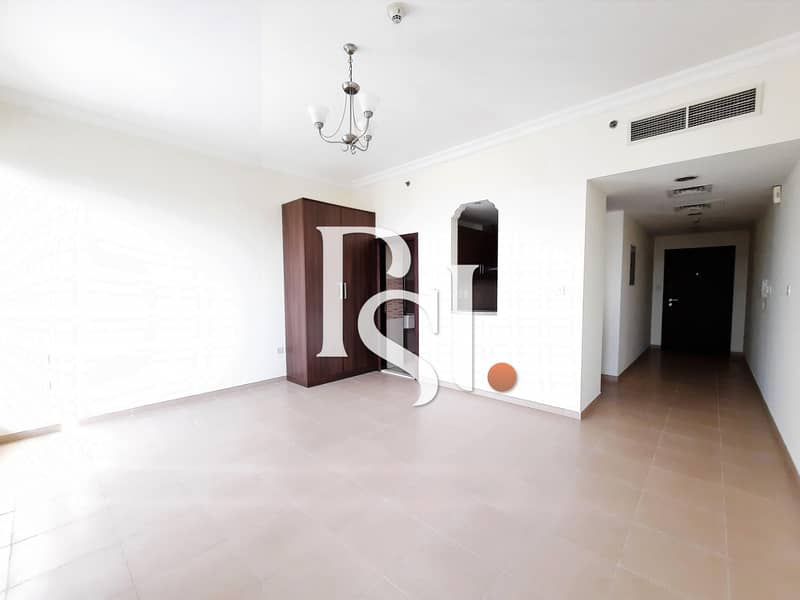 2 Chiller FREE/ Studio/ Balcony/ Middle floor/