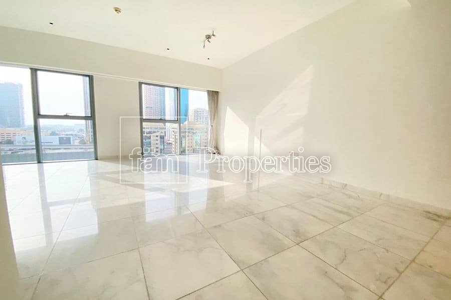 2 perfectly located with a direct access to SZR.