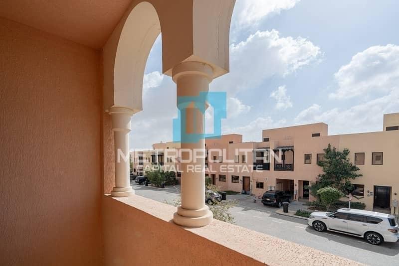 2 Fully Renovated| Corner Villa| Ready To Move In