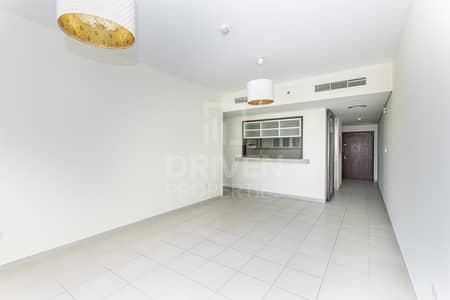 2 Bedroom Flat for Rent in Downtown Dubai, Dubai - Huge and Bright | Partial Fountain Views